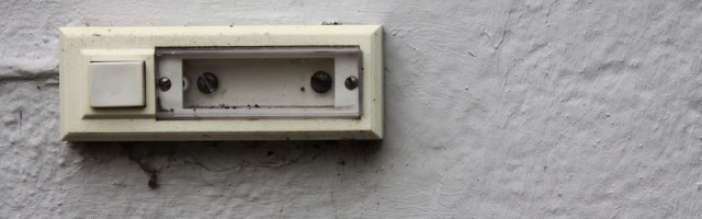 kleinreparatur klingel wird repariert muss der mieter. Black Bedroom Furniture Sets. Home Design Ideas