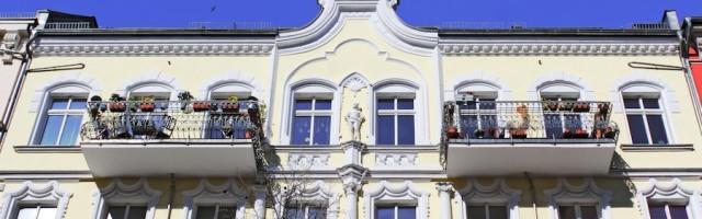ist ein zweiter balkon eine umlegbare modernisierung. Black Bedroom Furniture Sets. Home Design Ideas